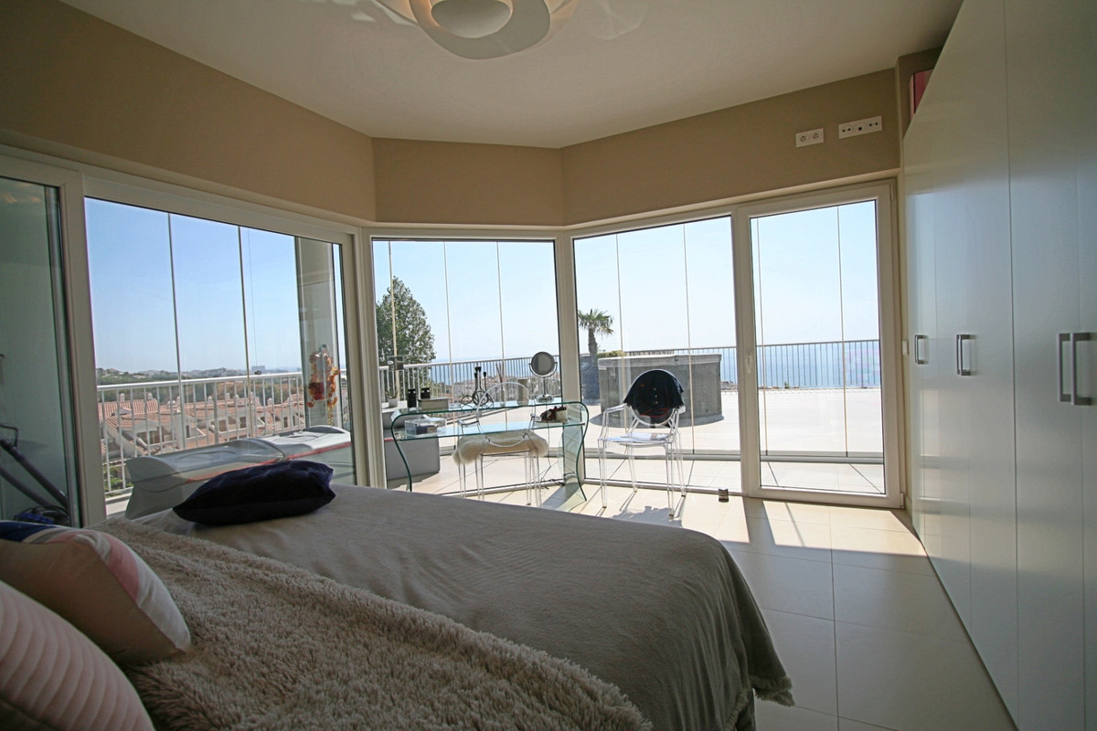 Spectacular 2 bedroom penthouse with sea views even from the bed in Reserva del Higueron. It has 100, Spain