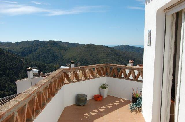 Duplex Penthouse with Panoramic views in Ojen €125000  Duplex Penthouse with great charm in Ojen Pue,Spain