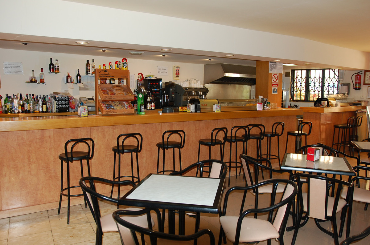 Very attractive price for this Bar-Restaurant located in an unbeatable area about 70 meters from the,Spain