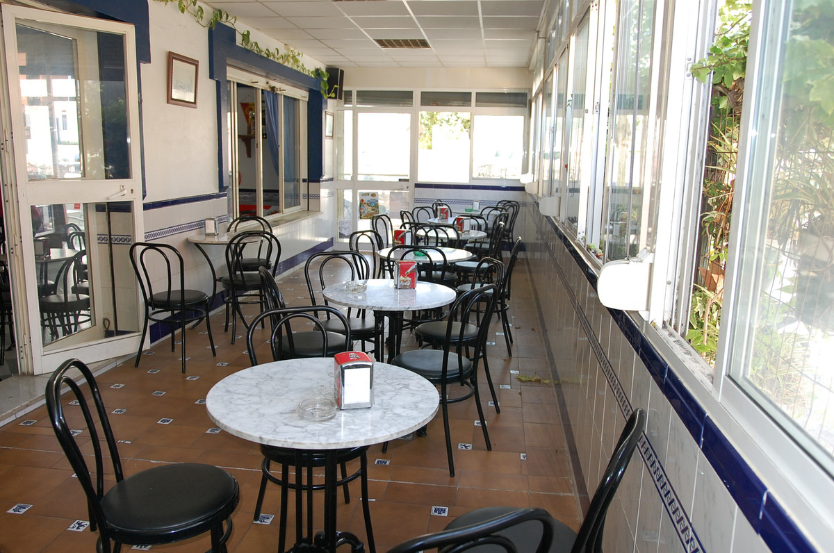 On sale is this bar currently working, fully equipped, with 240 sq.mts. built on two floors, fitted ,Spain