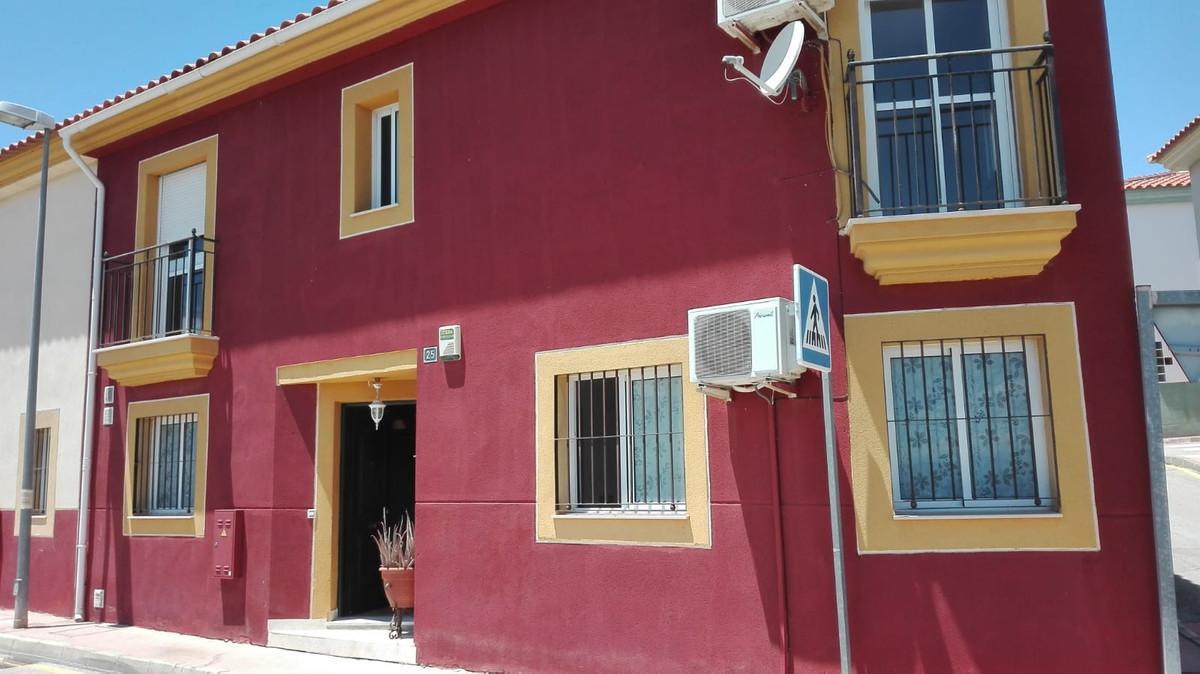 Wonderful townhouse in Nueva Aljaima area, just 2 km away from Cartama Estacion. It is a corner hous,Spain