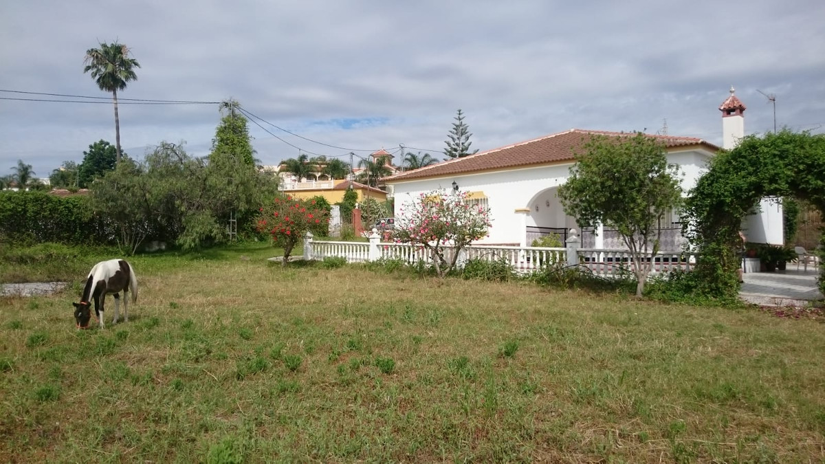 For sale this beautiful villa of 170 m2, built on a plot of 2.000m2 in Cartama Estacion and with a d,Spain