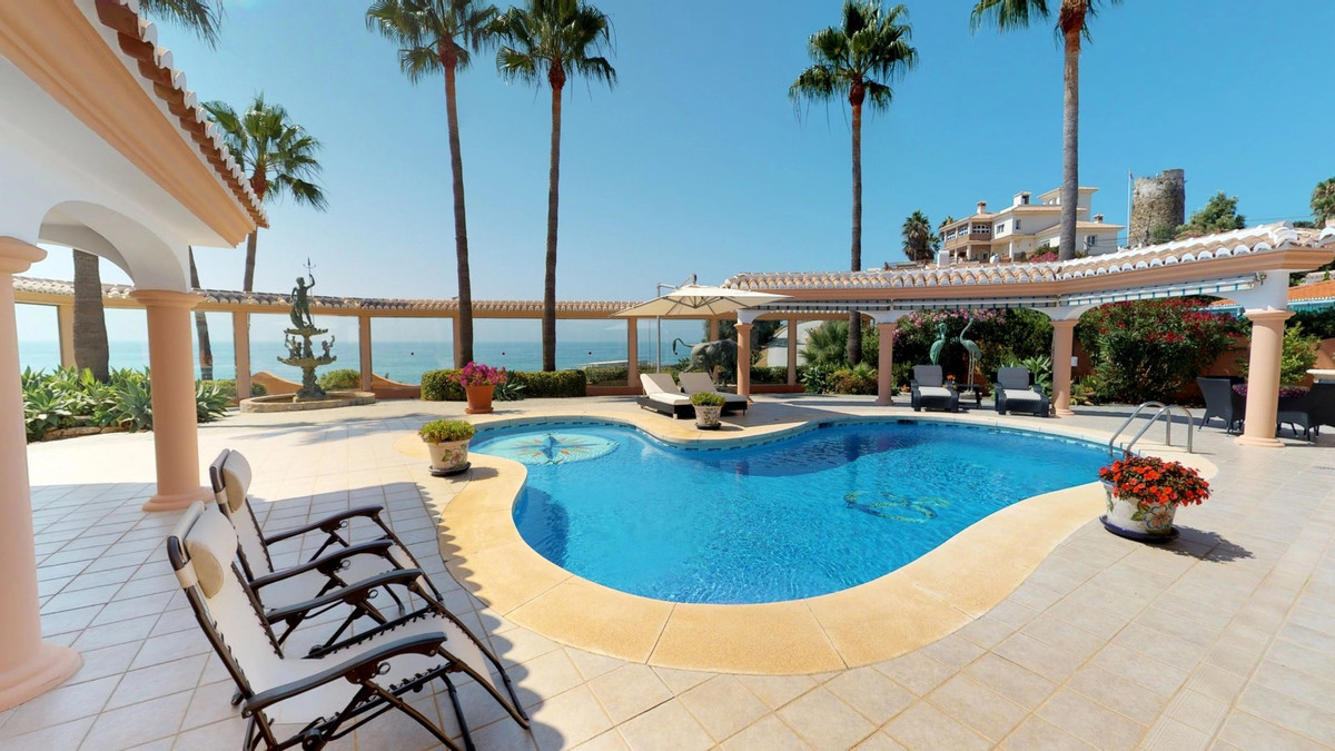 A beautiful villa located in El Faro with sea views for €1.195.000, This villa has 3 bedrooms and 3 , Spain