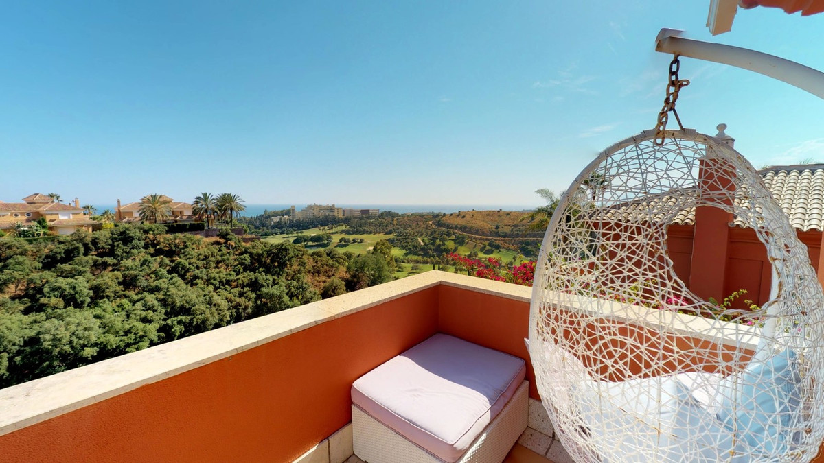 A beautiful townhouse located in Santa Clara with amazing views of the golf course and sea views. Th, Spain
