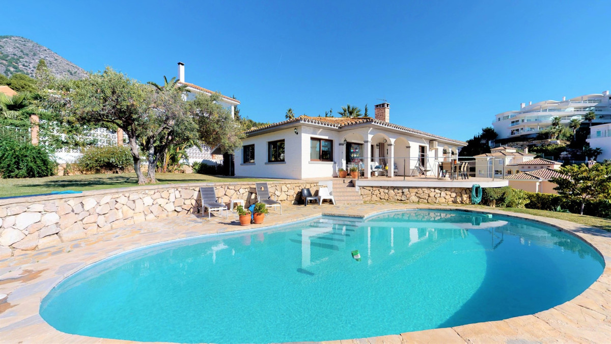 Beautiful villa with large outdoor areas. This villa consists of three bedrooms, three bathrooms (tw,Spain