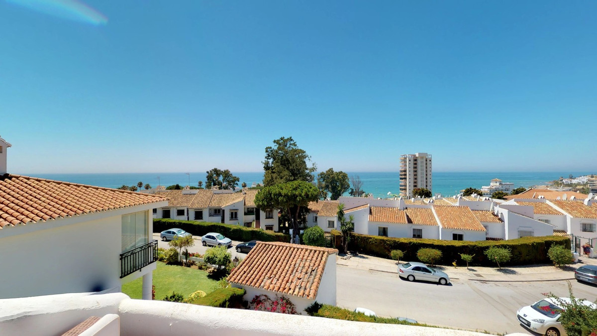 WALKING DISTANCE TO EVERYTHING - SEA VIEWS - OPORTUNITY!  This townhouse is ideally located within e, Spain