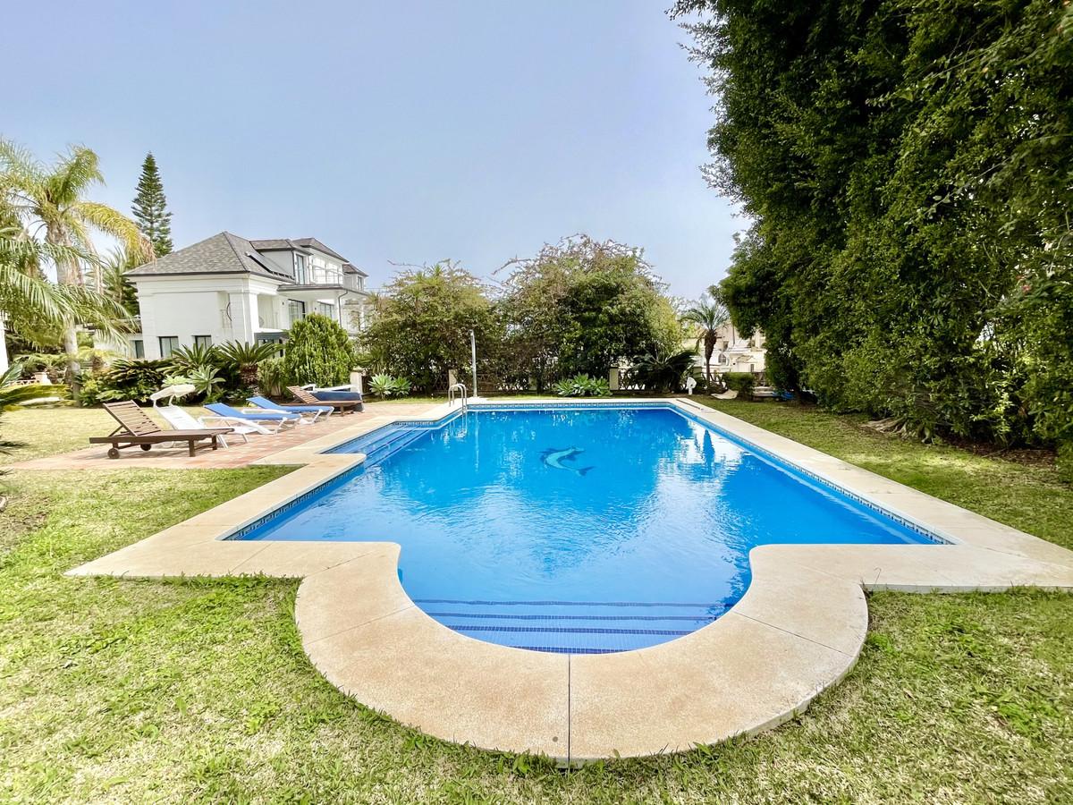 Villa te koop in El Rosario R3847864