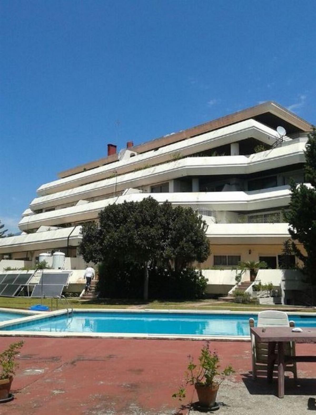 36 dormitorio comercial en venta nueva andalucia