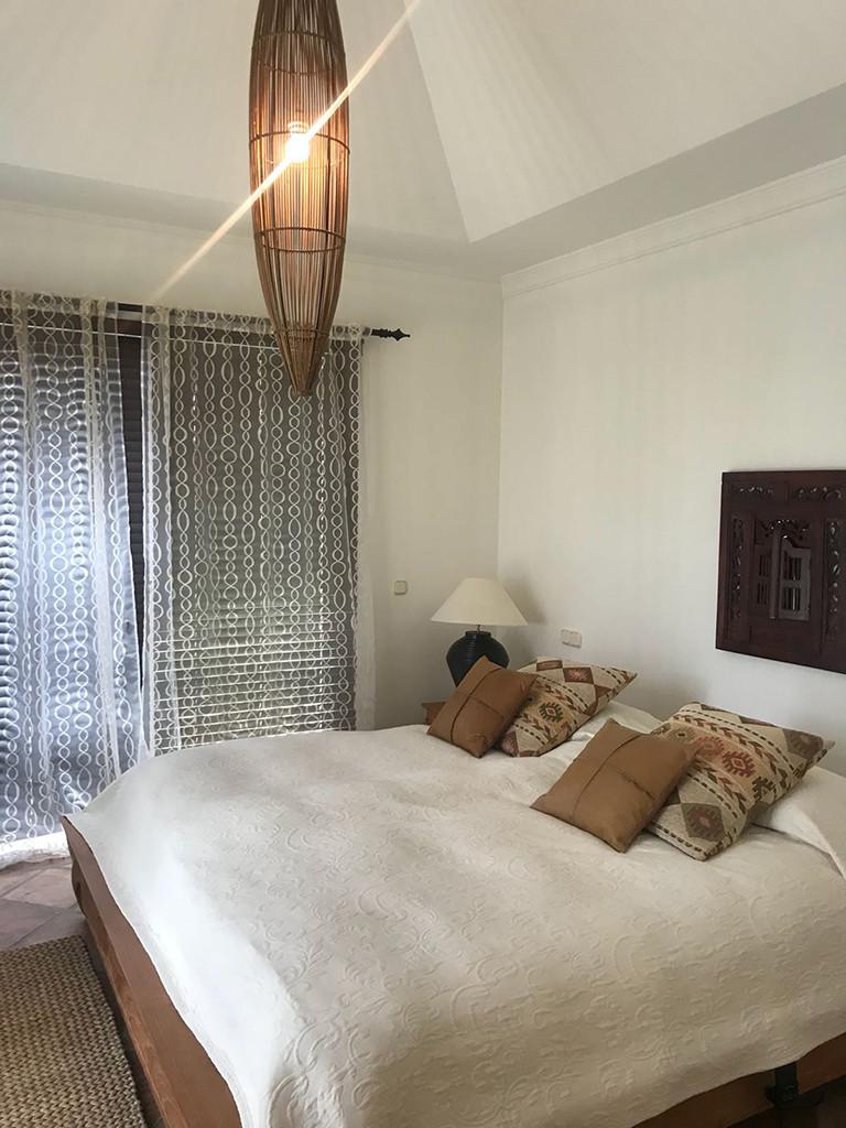 Villa con 4 Dormitorios en Venta Elviria