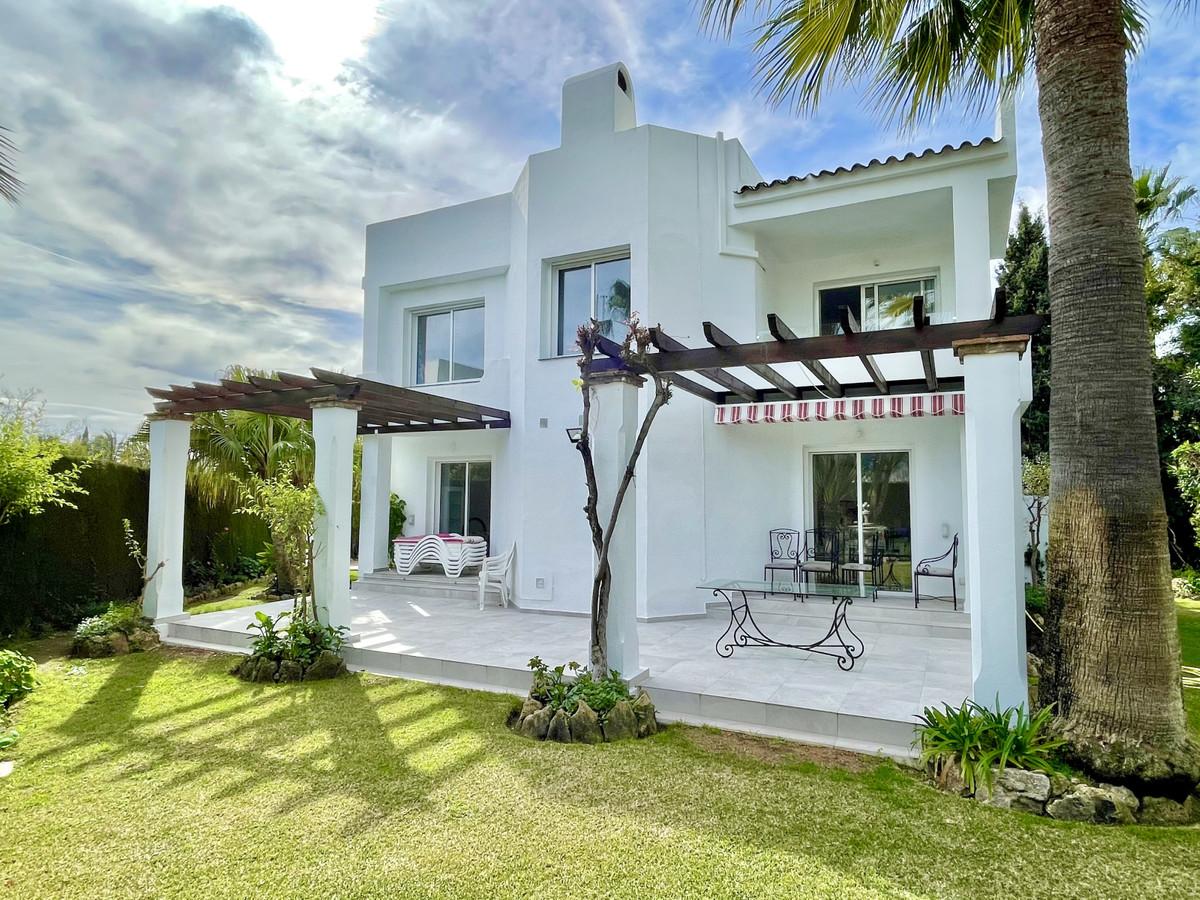 Detached Villa for sale in Nueva Andalucía R3734833