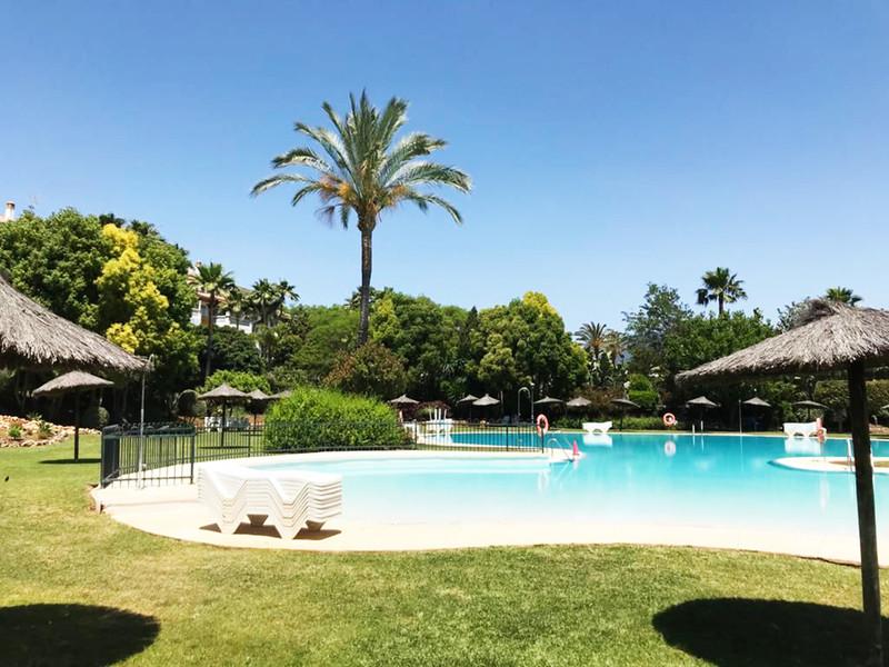 Marbella Banus Middle Floor Apartment for sale, Puerto Banús – R3238462