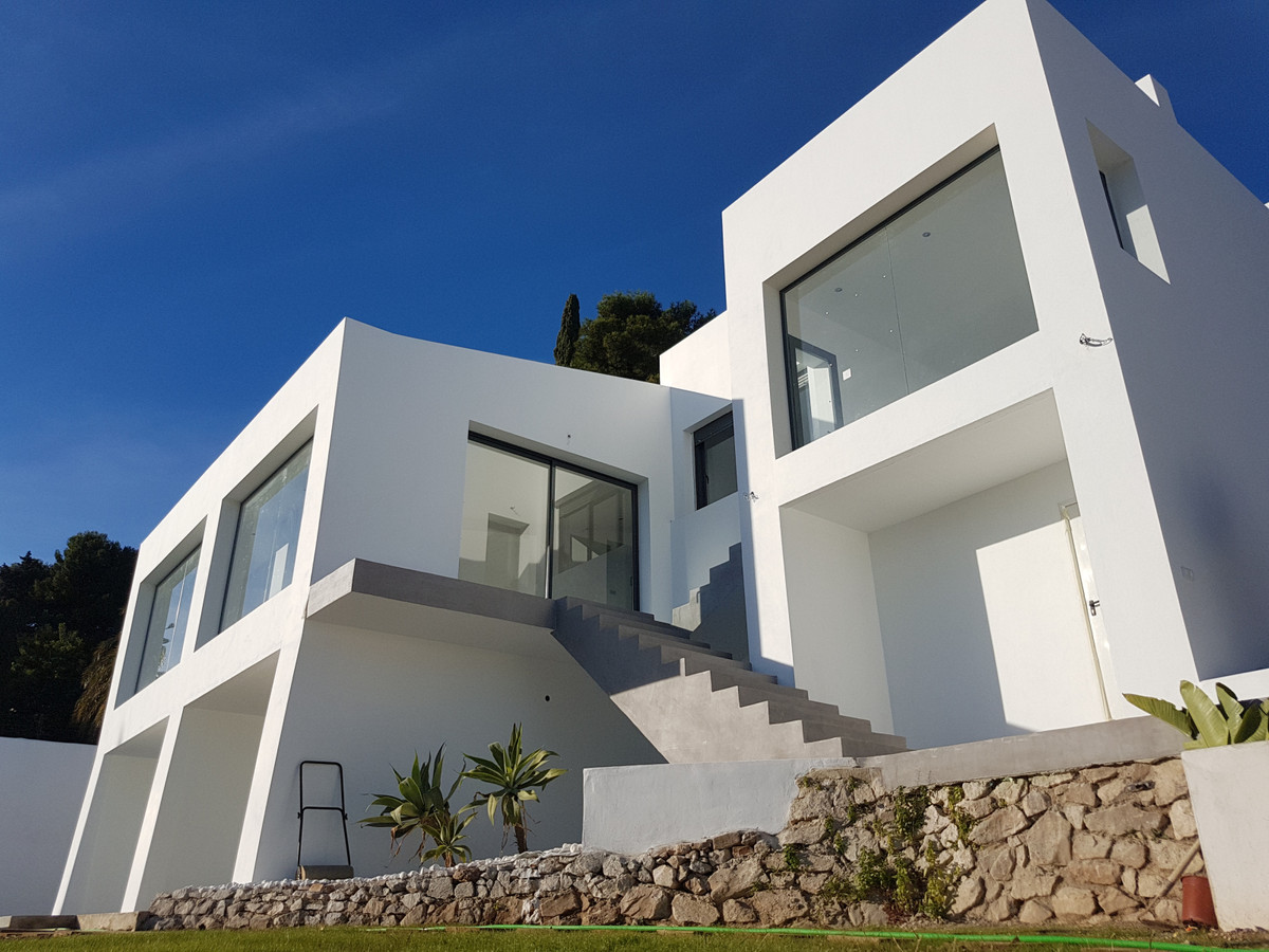 """It is a Villa of new construction and contemporary style in the exclusive area of Veracruz in , Spain"