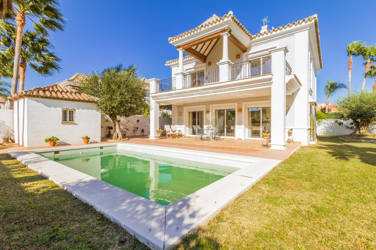Elegant Detached Villa in La Duquesa.  This wonderful 249m2 villa is located in a private and gated , Spain