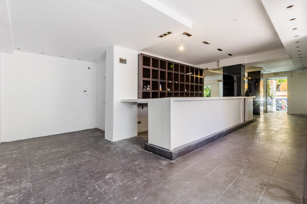 Fantastic commercial property in the heart of Marbella  This 165m2 property is located in the town c,Spain