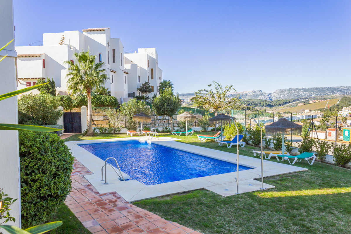 Fantastic Ground floor apartment in Casares Costa.  Wonderful tidy 2 bed and 2 bath apartment in ver, Spain
