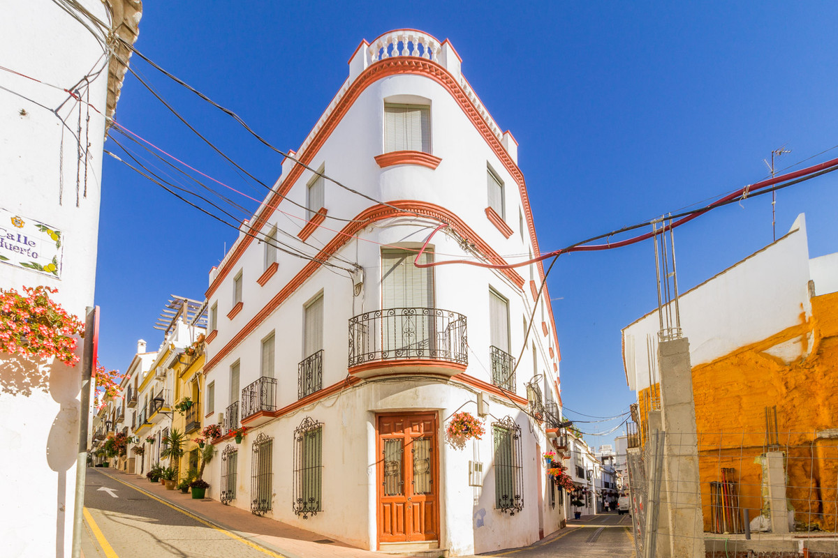 Fantastic hotel in the center of Estepona  The hotel is composed of a basement, ground floor, 1st fl, Spain