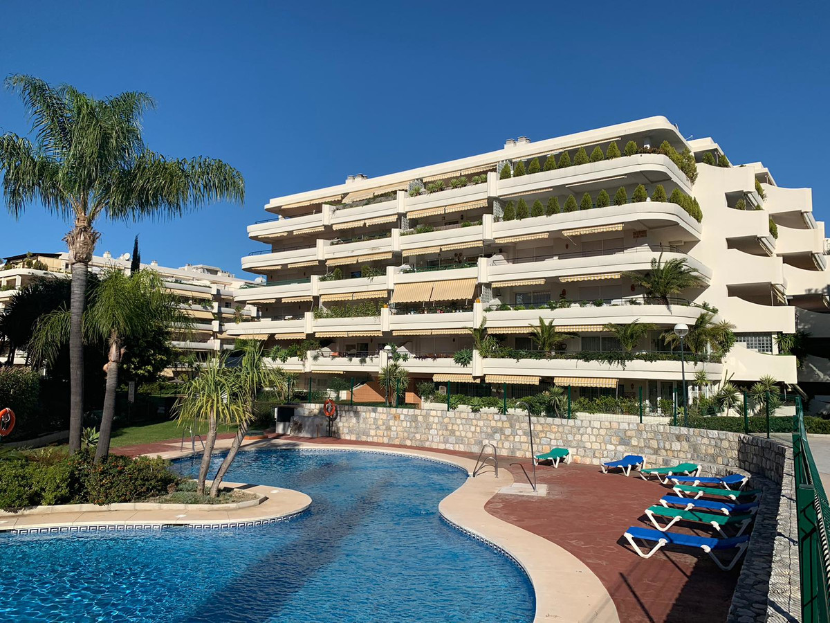 PRICE DROP!! Wonderful 3 bed, 3 bath apartment in the heart on Guadalmina Alta. Surrounded by Guadal,Spain