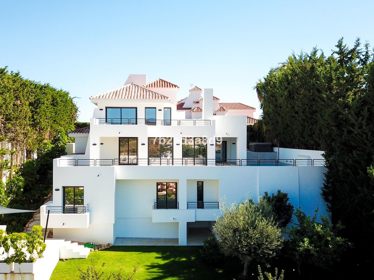 Fully renovated quality villa on unique location in Nueva Andalucia. South to west facing, panoramic,Spain