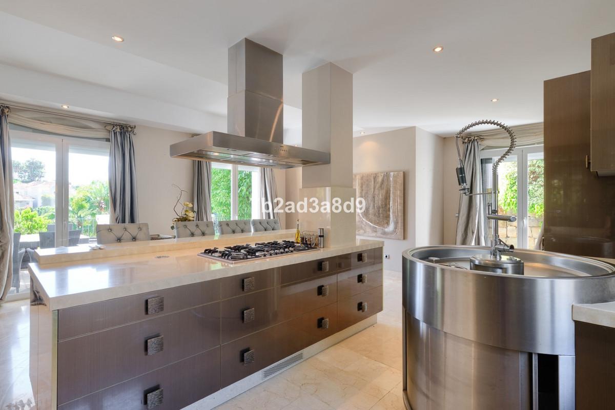 Villa – Chalet en Venta en Nueva Andalucía – R3645380