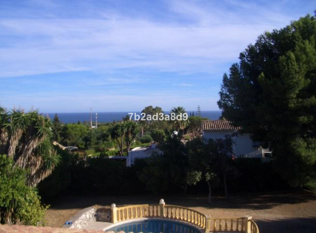 Villa in El Paraiso with amazing opportunities. The villa needs some elevation to make it fantastic.,Spain