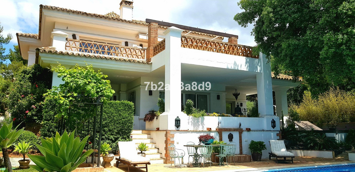 Charming villa with sea views located in one of the most prestigious areas of the Golden Mile, set i,Spain