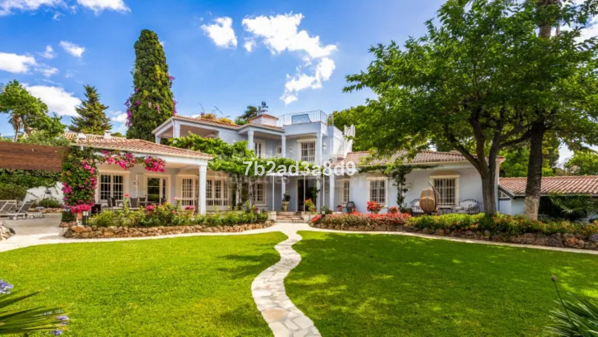 Villa for sale in The Golden Mile