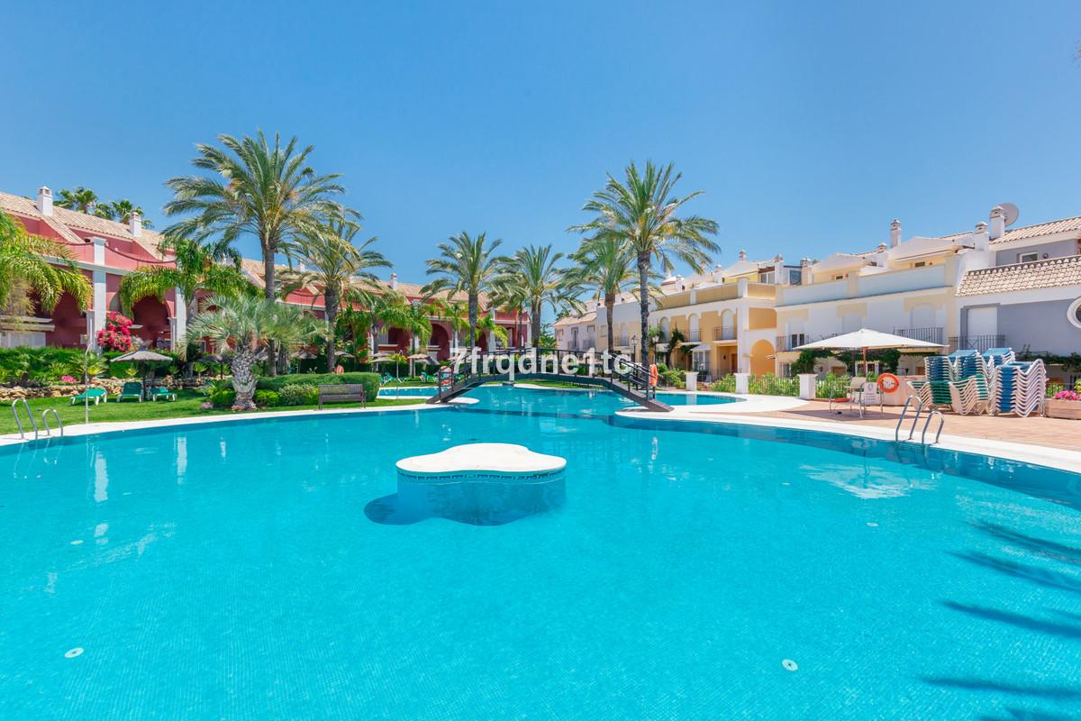 Marbella Banus Townhouse à vendre à Marbella Bay - R3762052