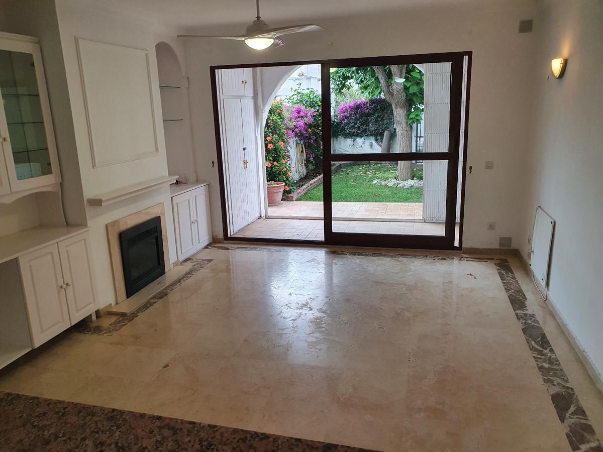Marbella Banus Adosado en Venta en Benamara – R3710129