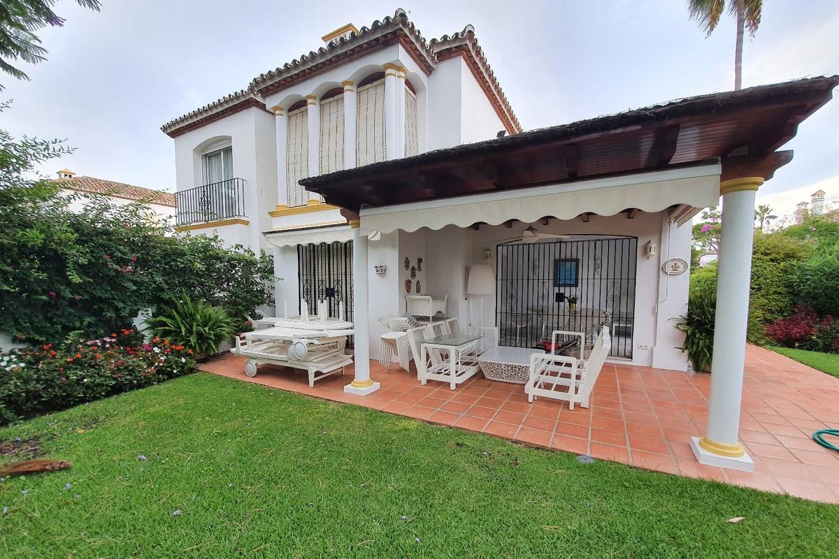 Marbella Banus Pareado en Venta en Benamara – R3715943