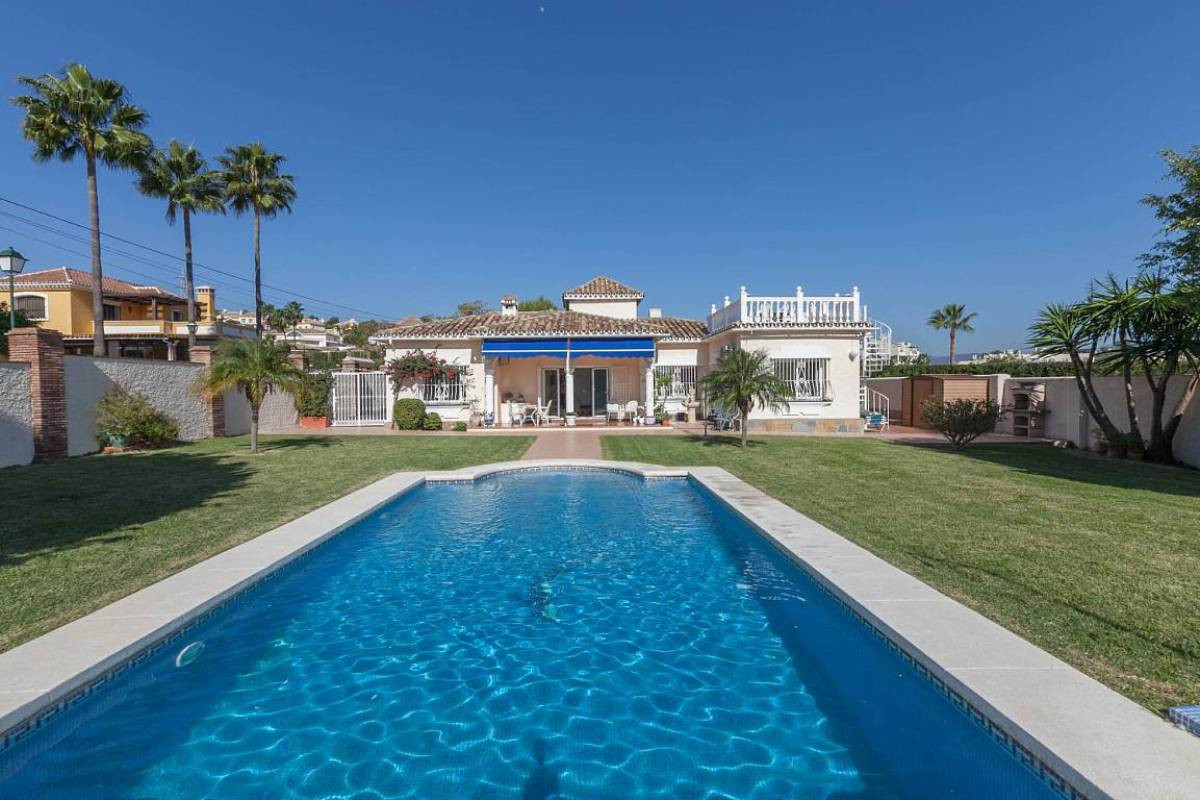 Magnificent 3 Bedroom, 2 Bathroom VILLA in EL PILAR, Walking Distance to Shops, Bars and Restaurants, Spain