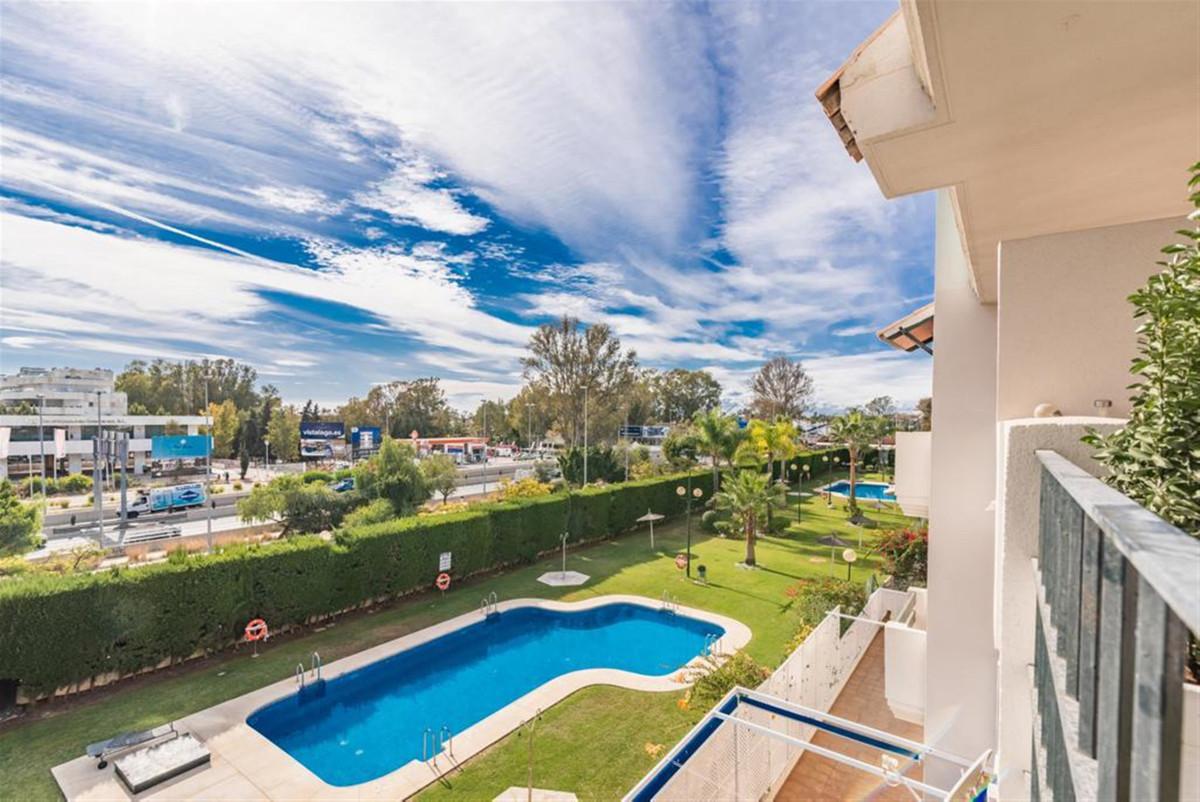 Marbella Banus Apartamento Planta Media en Venta en Nueva Andalucía – R3607061