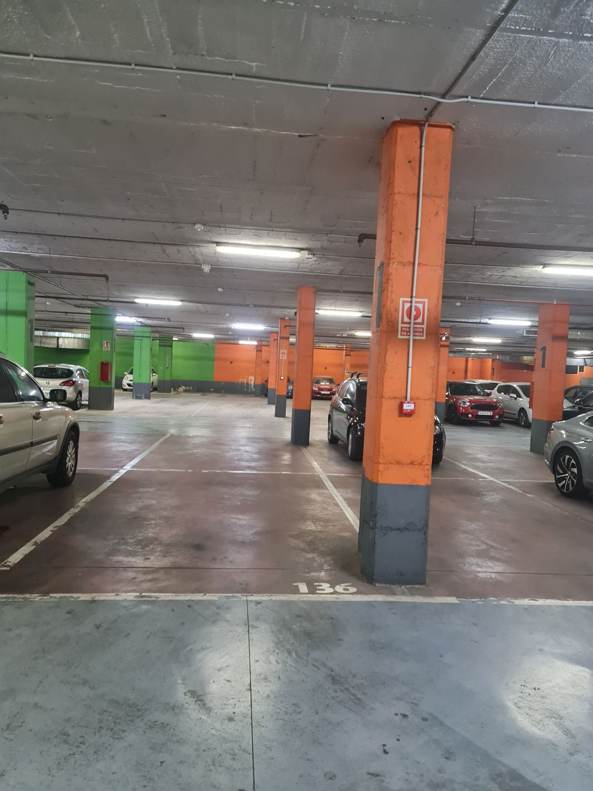 Magnificent very spacious parking space, 24 m2, on Avenida del Mercado, in the parking  of the Plaza,Spain