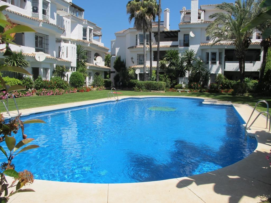 BARGAIN Great apartment located in an excellent urbanization, closed, with security 24 h.Very close , Spain