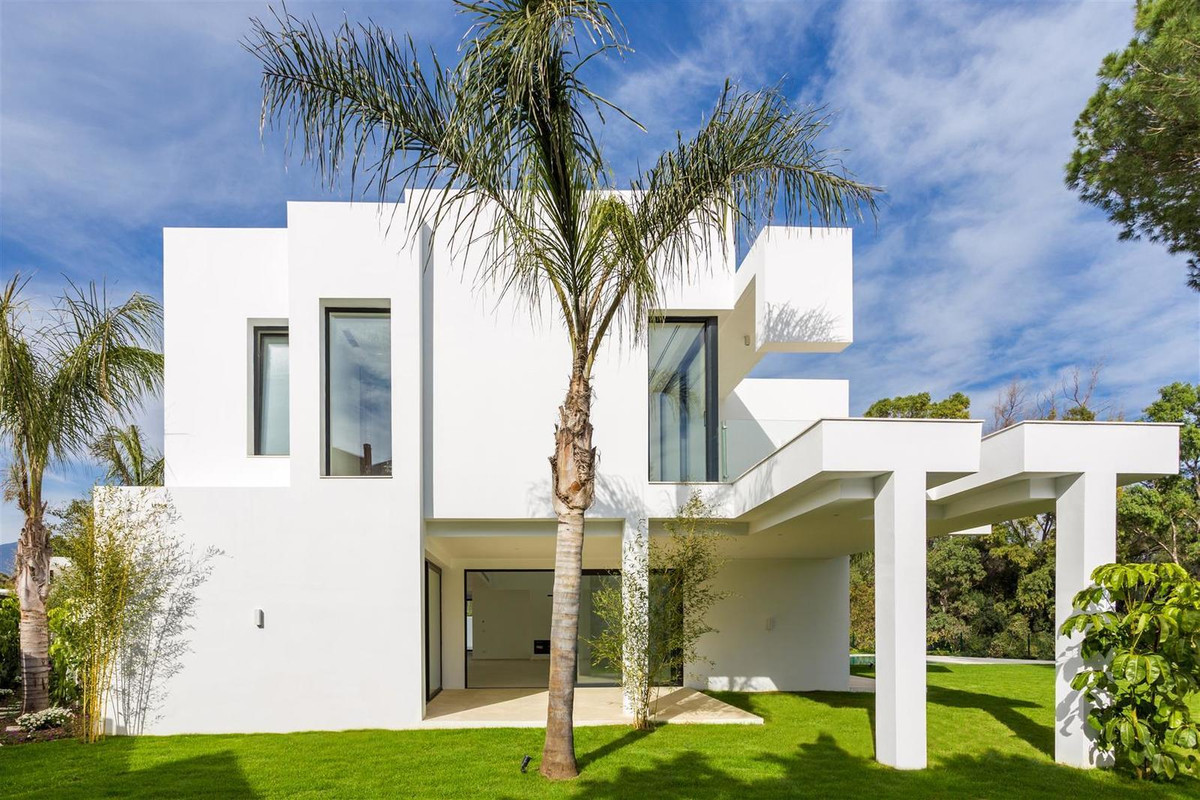 4 Bedroom Villa for sale Guadalmina Baja