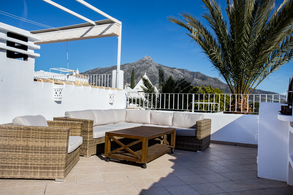 4 bedroom townhouse for sale nueva andalucia
