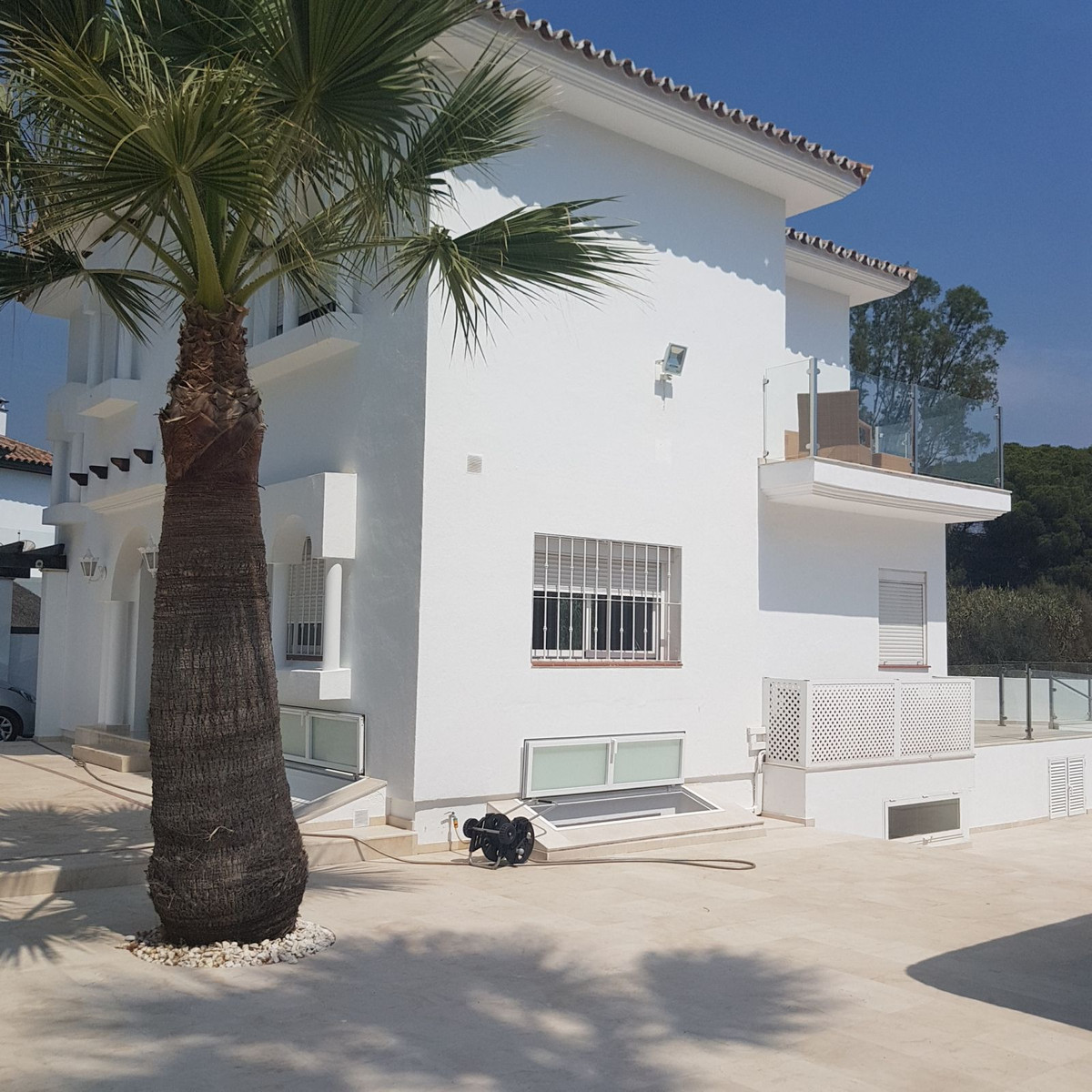 Magnificent villa, completely renovated, in one of the areas closest to Puerto Banus, just one step , Spain