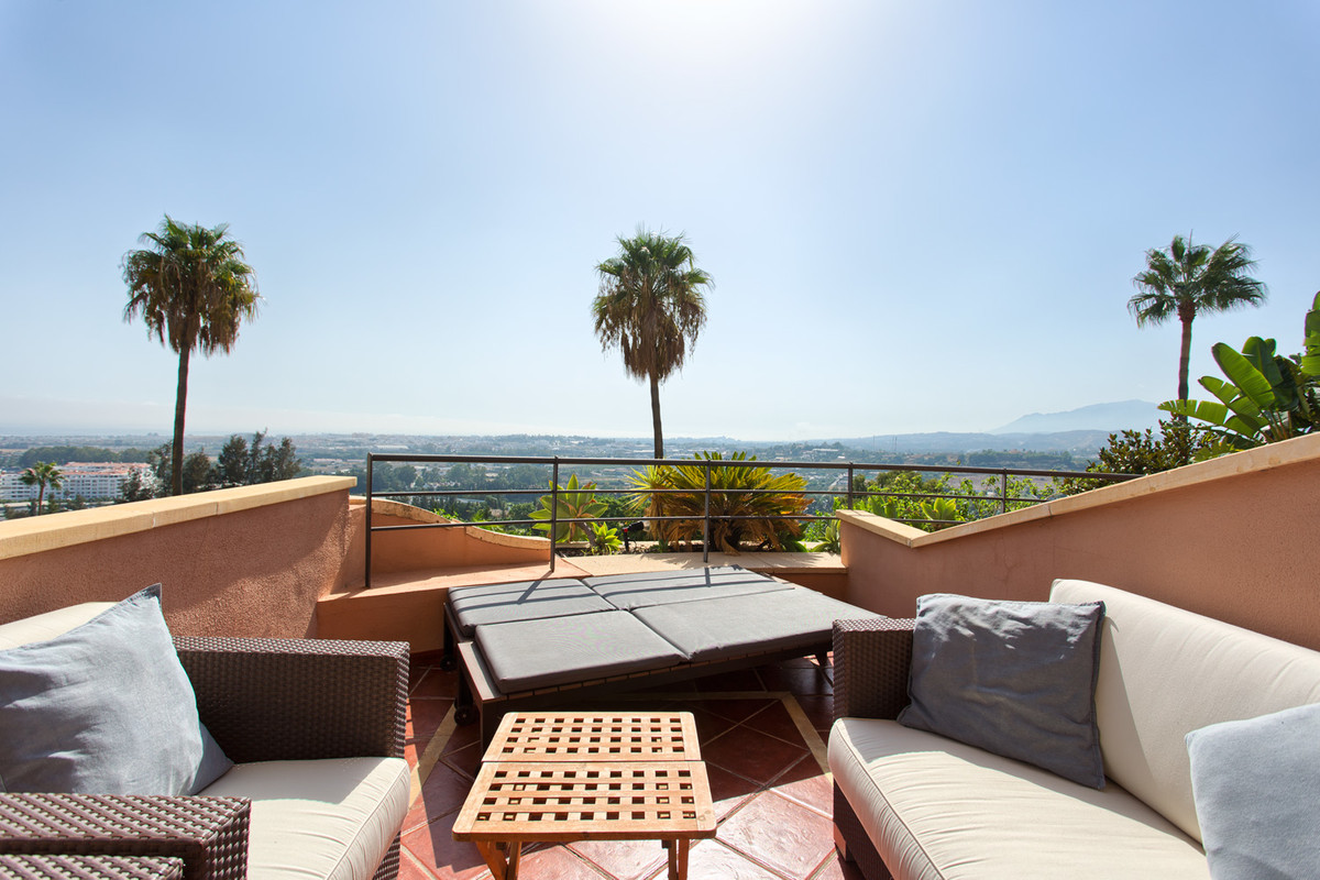 Nicely located apartment in Magna Marbella. Front row building (Ed. Goya), south to west facing, spe,Spain