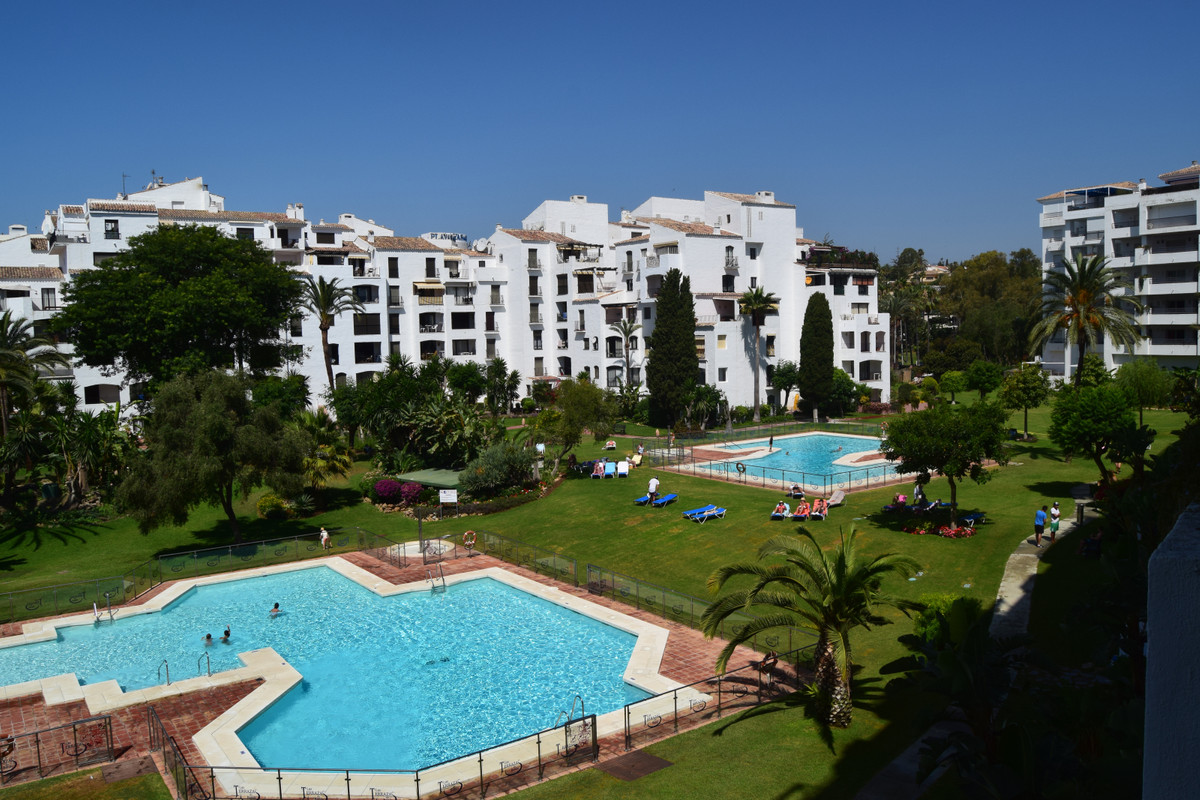 Magnificent apartment in the heart of Puerto Banus, beautiful views of the beautiful gardens and poo,Spain