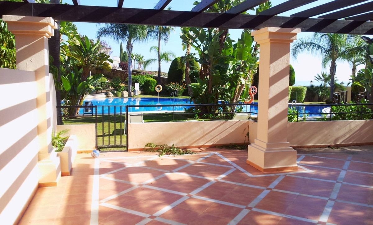 Beautifully presented, south east-facing 2 bed,-2 bathroom ground floor apartment in the Golf Valley,Spain