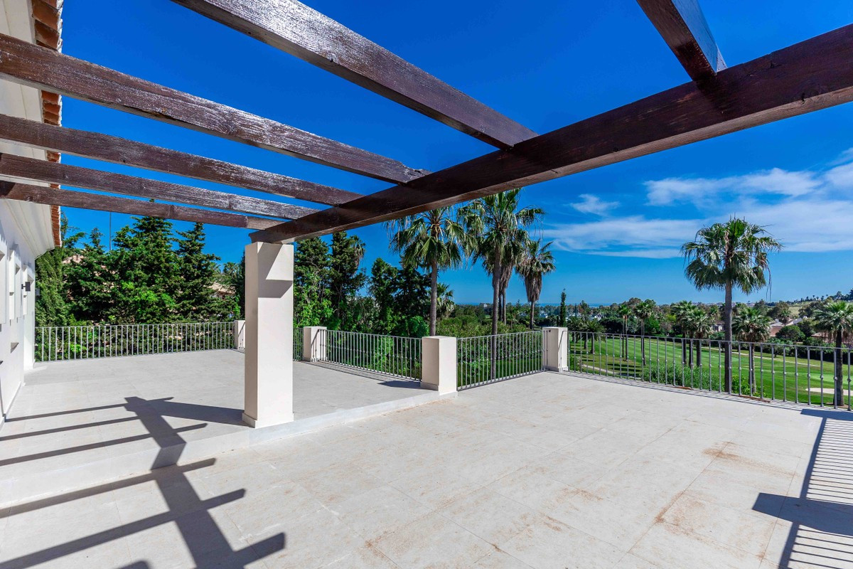 A stylish 4 bedroom villa situated on a elevated frontline golf plot over looking the 16th green of ,Spain