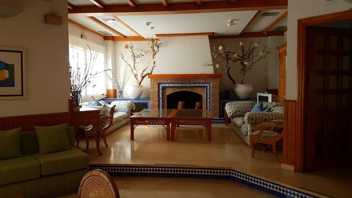 Apartamento Planta Baja  en venta en  Aloha, Costa del Sol – R2750246