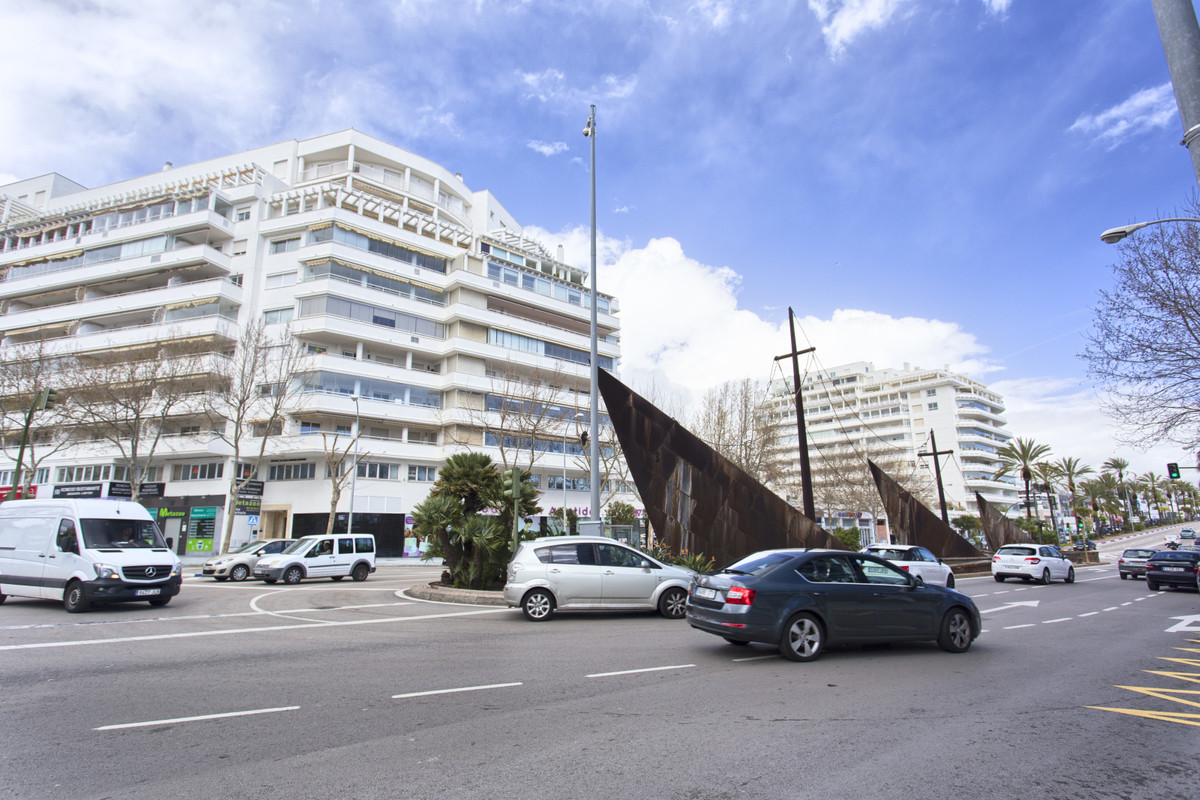 Spacious local in ground floor, in Marbella city. 412 m2, to finish, according to the type of busine,Spain