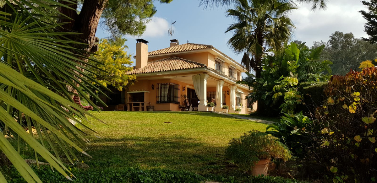 Magnificent villa located in one of the best residential areas of Marbella, on foot, from the center, Spain