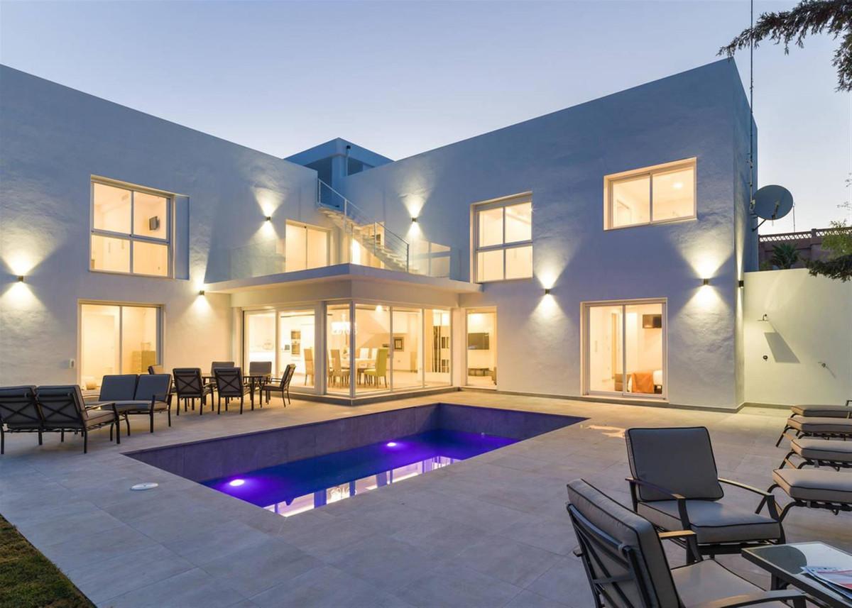Freistehende Villa zu verkaufen in Nueva Andalucía