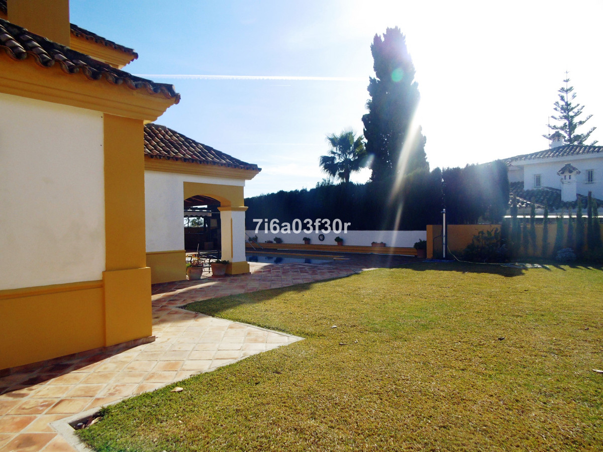 Detached Villa, San Pedro de Alcantara, Costa del Sol. Built 382 m², Terrace 30 m², Garden/Plot 800 ,Spain