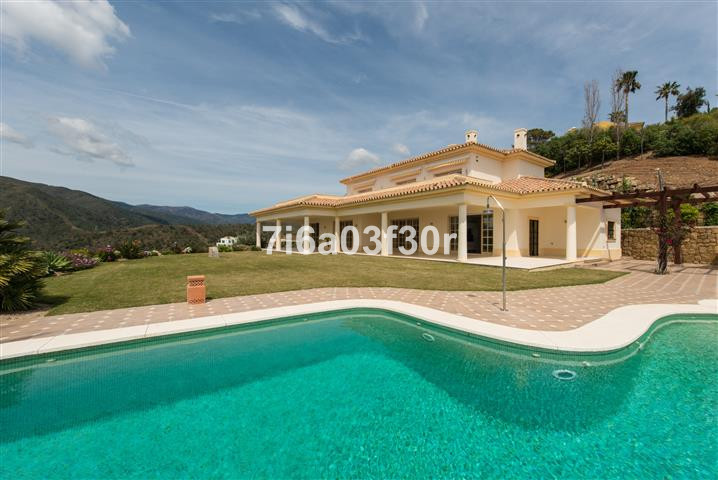 A great located rustic villa nicely settled within the Monte Mayor Golf & Country Club. Spectacu,Spain