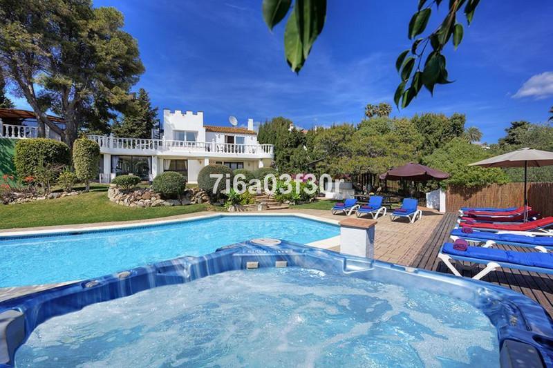 Villa – Chalet en venta, Estepona – R3060064