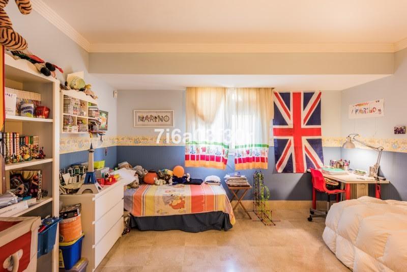 Apartamento Planta Media en Venta en Marbella – R2231588
