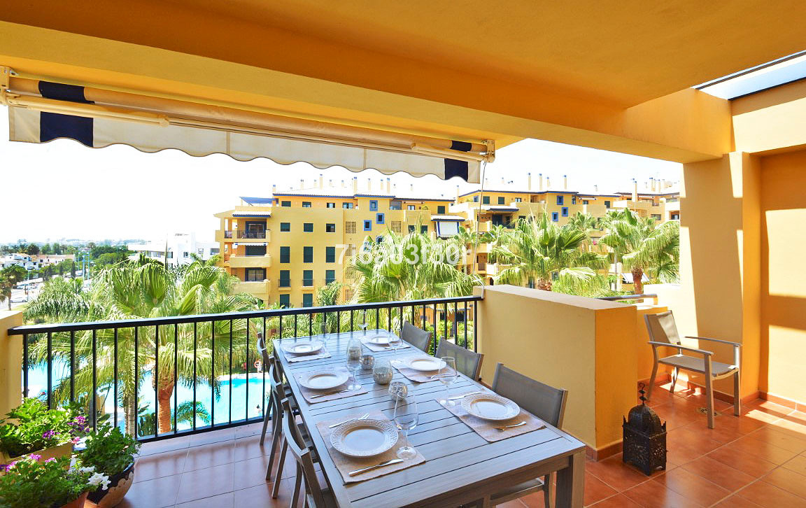 SAN PEDRO, MARBELLA: Maybe one of the best 2 bedroom apartments in San Pedro, beachside with nice pa,Spain