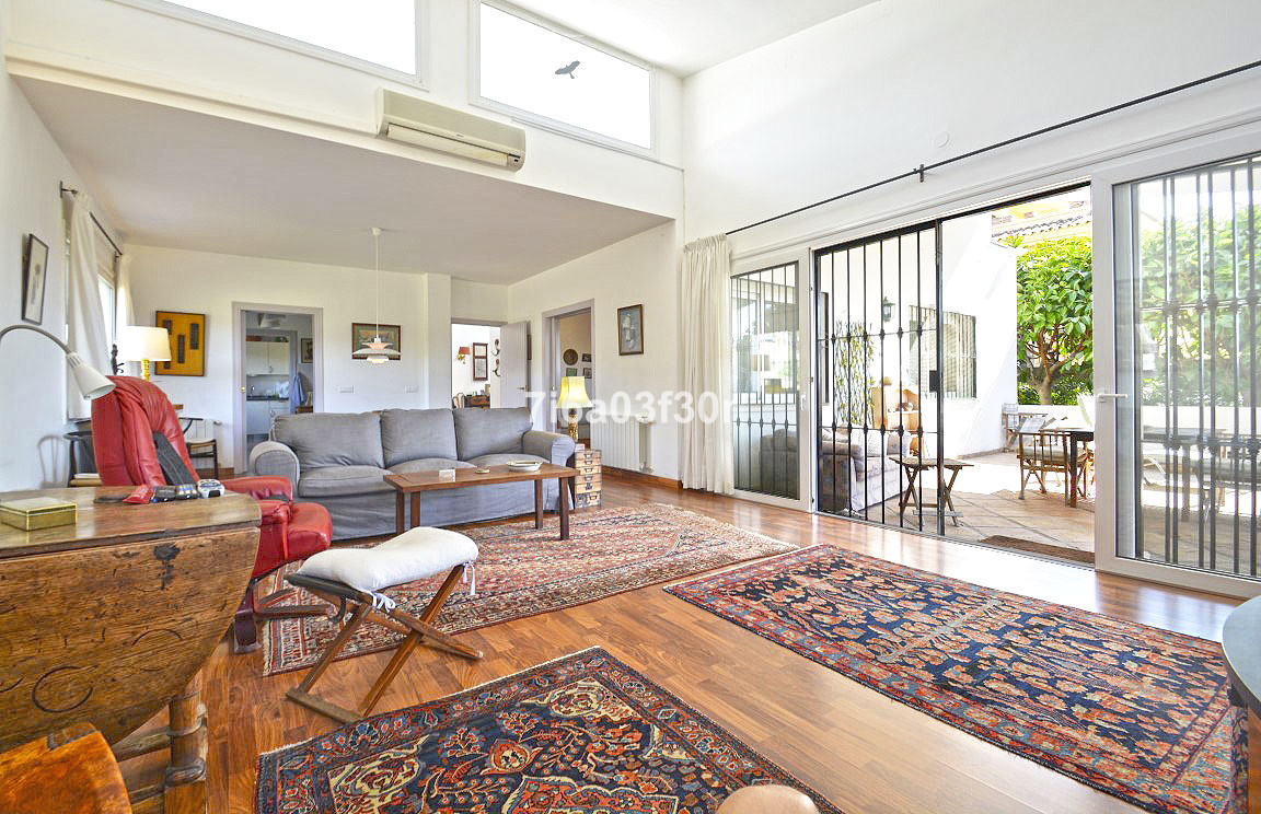 Modern contemporary South West facing 3 bed-roomed Villa overlooking the Valle Romano golf course.  , Spain